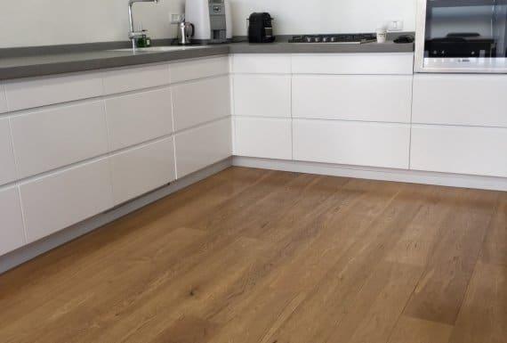 רצפת פרקט מעץ למטבח