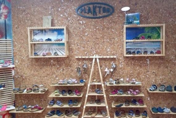 חיפוי קיר שעם לחנות נעליים