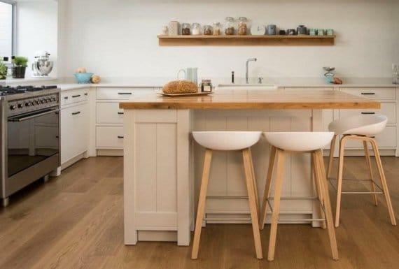 רצפת פרקט מעץ למטבח כפרי