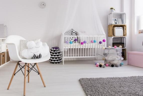 פרקט לבן לחדר תינוקות מרגיע וקסום
