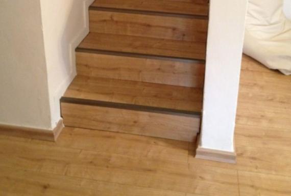 ריצוף פרקט למינציה משכבות עץ לגרם מדרגות