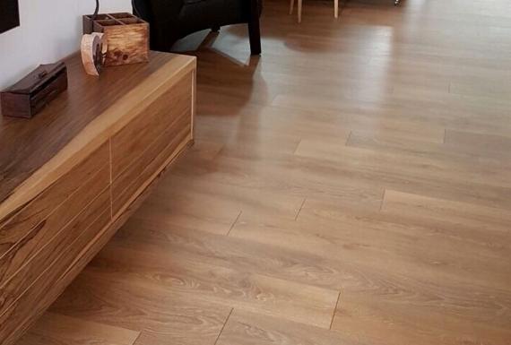 פרקט למינציה תוצרת גרמניה משכבות עץ לסלון