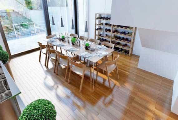 פרקט מעץ בפינת אוכל של הבית