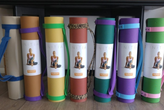 מזרוני יוגה במגוון צבעים