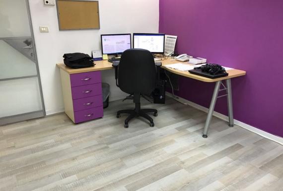 פרקט למניציה בצבע לבן למשרד