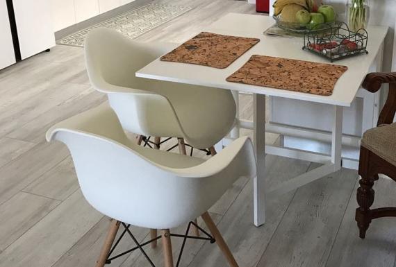פרקט עץ תוצרת גרמניה לפינת ישיבה