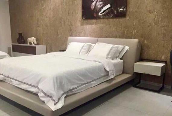 חיפוי שעם לקיר בחדר שינה