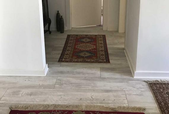 פרקט לבן בדירה בהוד השרון