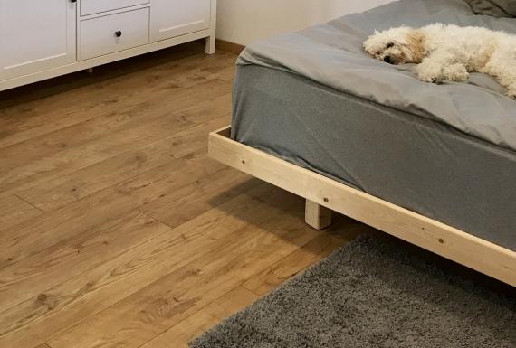 ריצוף פרקט עץ בחדר שינה