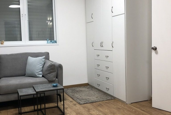 ריצוף פרקט למינציה תוצרת גרמניה בחדר שינה